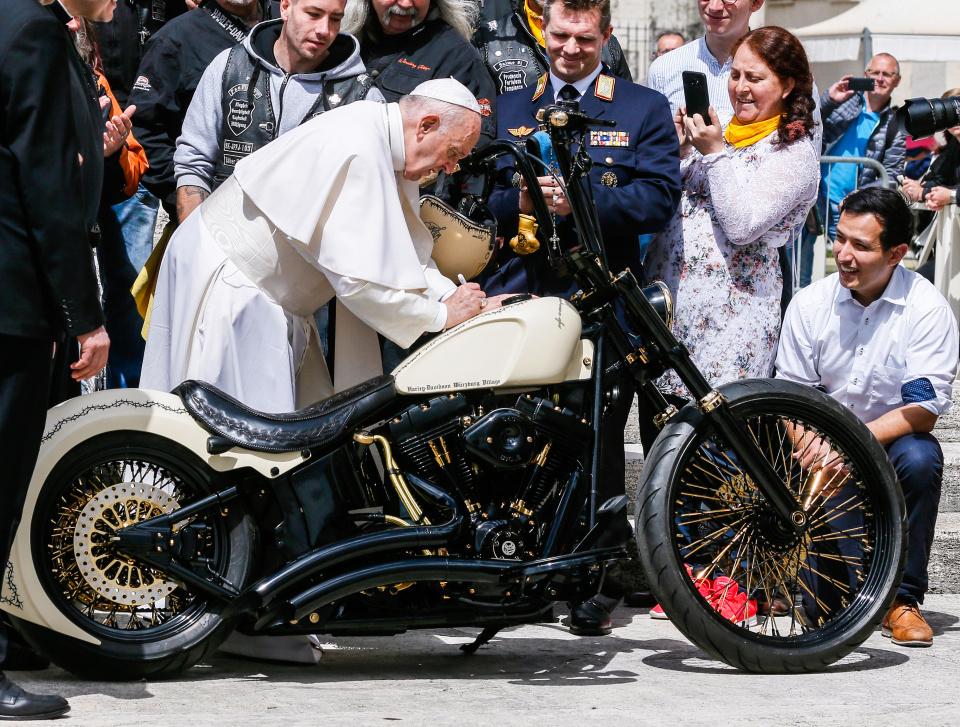 """""""Papst-Harley"""" bringt weniger Geld ein als erhofft (Montag ..."""
